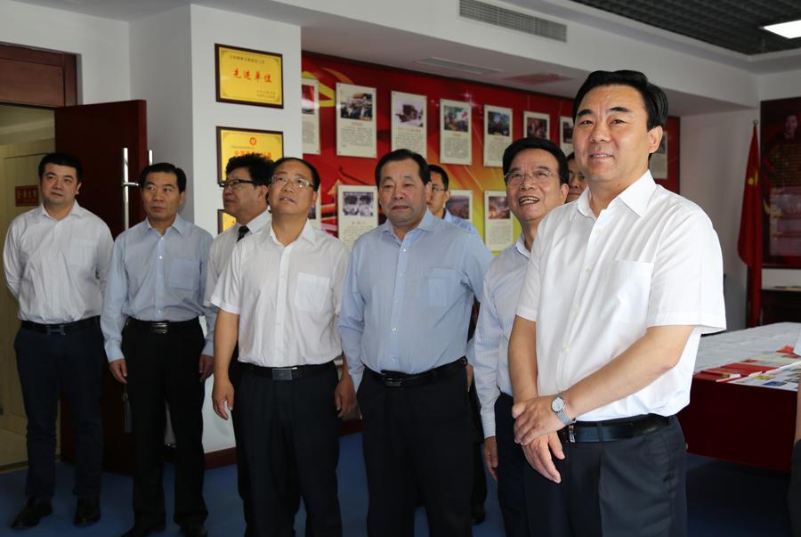 省委统战部部长马廷礼第一站首先来到甘肃民营企业首强――盛达集团.