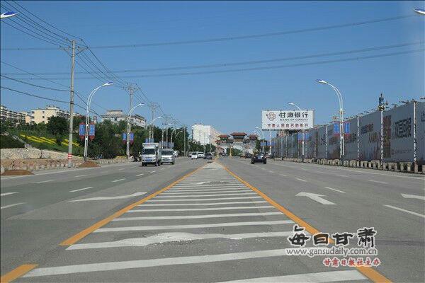 平川:划亮路标线 确保交通平安顺畅
