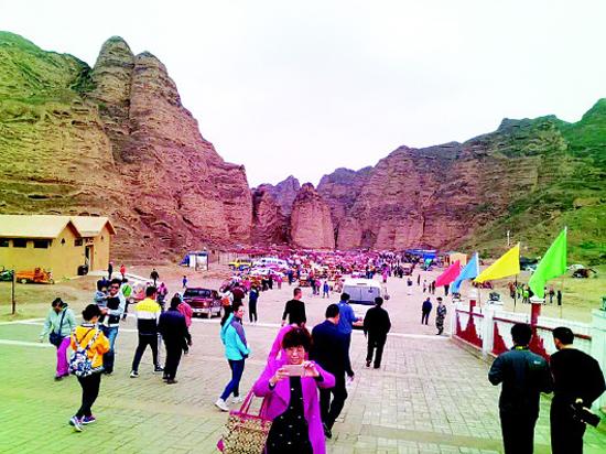 双节期间黄河石林迎来旅游高峰