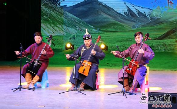 肃北县举办首届马头琴与呼麦大赛