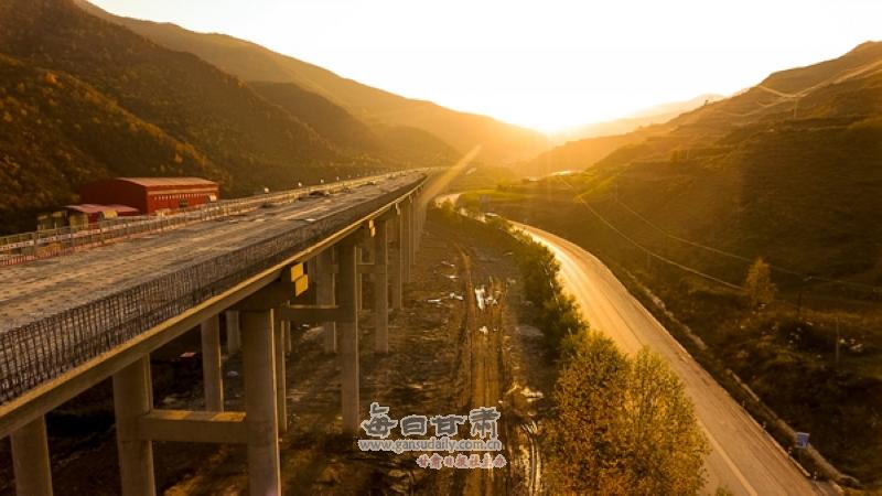 攻坚克难 渭武高速公路建设正在进行时