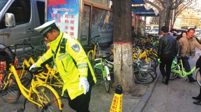 兰州交警呼吁市民共享单车有序停放