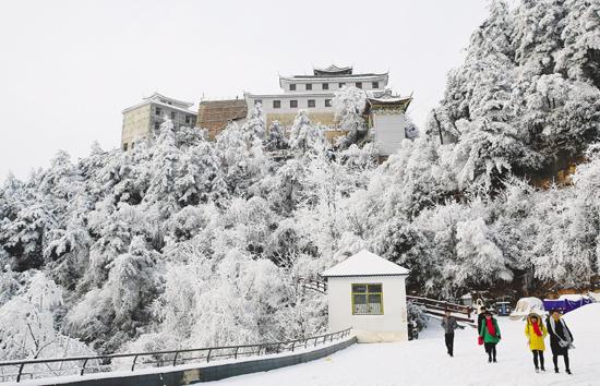 """成县鸡峰山成""""冰雪世界"""""""