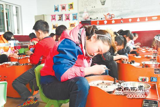 平川区青少年节假日体验制陶工艺