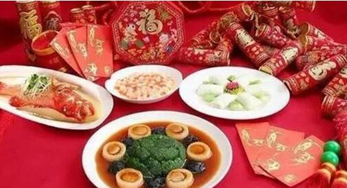 春节全家欢聚,饭桌该如何上菜?