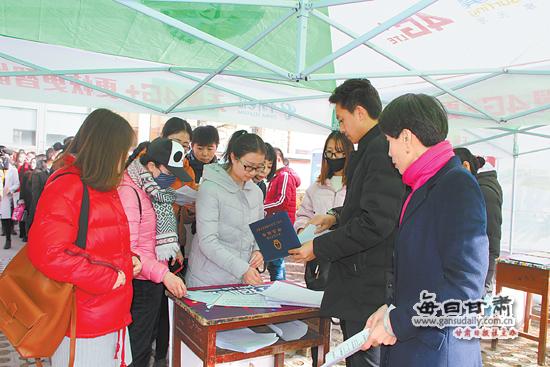 """华亭县举行2018年""""春风行动""""启动仪式"""