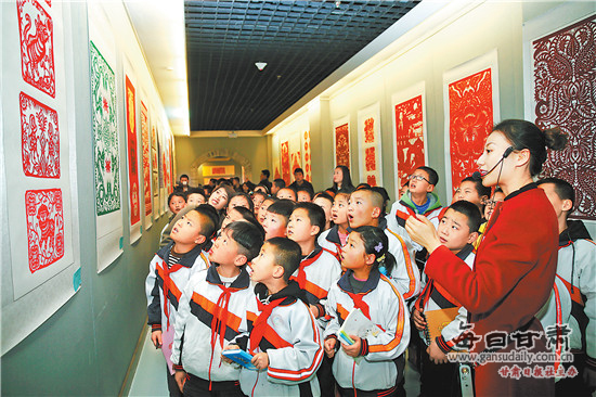 首届陇东民间剪纸艺术作品展在庆阳市展出