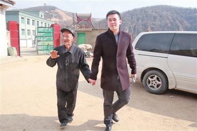 """记合水县蒿咀铺村""""第一书记""""陆静伟"""