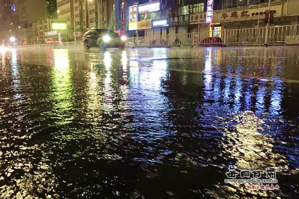 兰州城区为何突发晚雷雨?