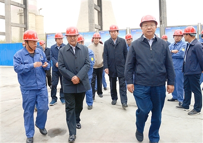 甘肃省第二环境保护督察组督察酒钢大气污染防治工作 李忠科陪同