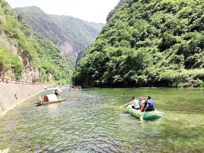 青山绿水画中游