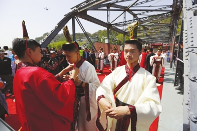 【兰图】百年铁桥见证激扬青春