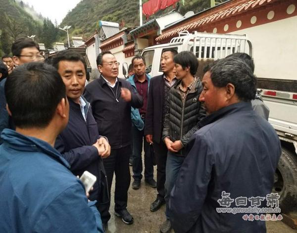 州政府副州长、县委书记仁青东珠一行深入阿夏乡督查脱贫攻坚工作