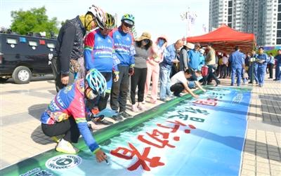 嘉峪关市举行环境日宣传活动