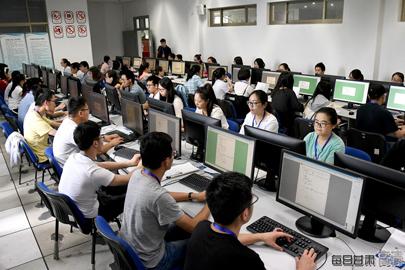 直击longhu国际娱乐省高考阅卷现场