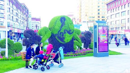 甘南香巴拉主题文化广场是市民休闲的好去处