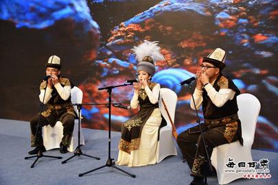第八届敦煌行·丝绸之路国际旅游节丝绸之路旅游推介之夜活动在嘉峪关举行
