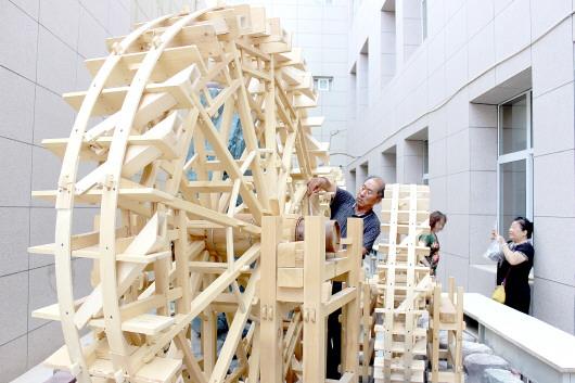 白银区制作黄河水车模型
