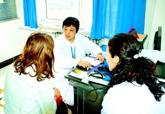 """""""同心·共铸中国心甘南行""""公益活动在甘南州人民医院举行"""