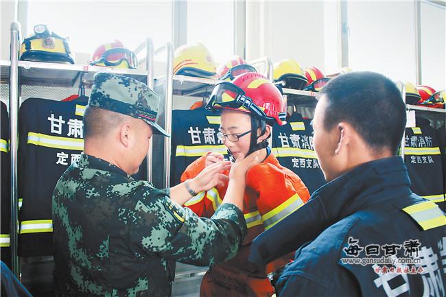 定西安定区思源实验学校学生学习消防安全知识
