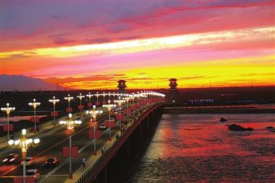 张掖:晚霞中的黑河大桥