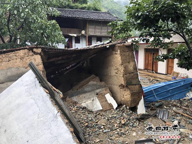 洛塘镇下高家村被洪水冲垮的房屋.