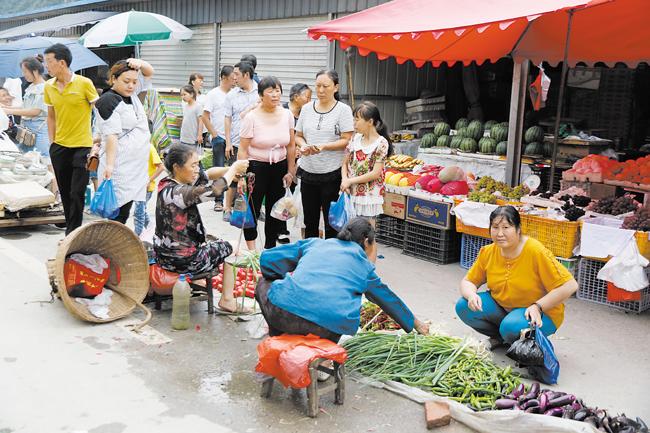 文县碧口镇居民初步恢复正常生活