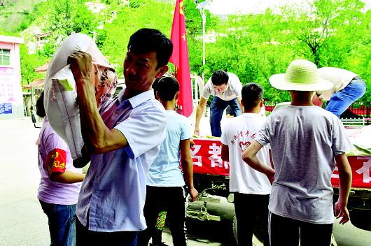 舟曲:爱心企业积极向南峪灾区捐赠防汛救灾物资