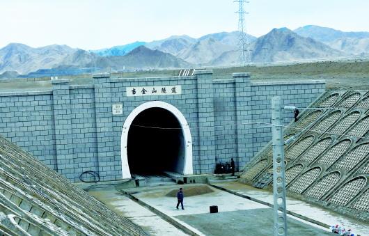 敦格铁路当金山隧道月底贯通