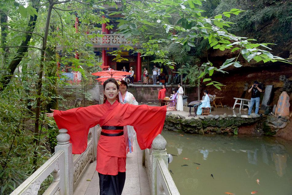 探龙泉寺感受文旅融合发展