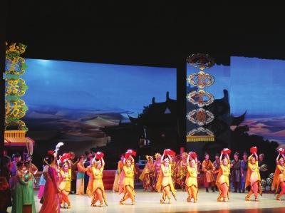 旅游版舞剧《丝路花雨》昨日在兰首演