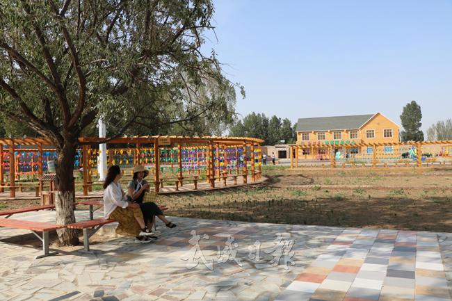 民勤县红旗谷生态旅游村吸引游客