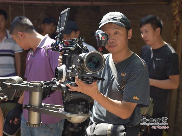 景泰本土精准扶贫题材电影《马莲花开》在景泰开机拍摄