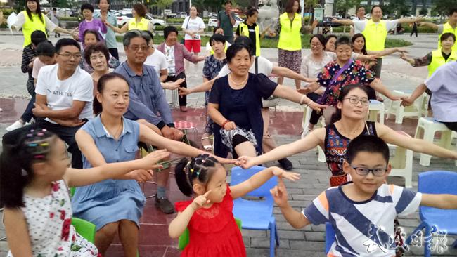 【图片新闻】志愿者服务队在天马湖畔开展心理健康公益服务活动