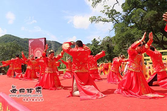 崇信县举办集体婚礼