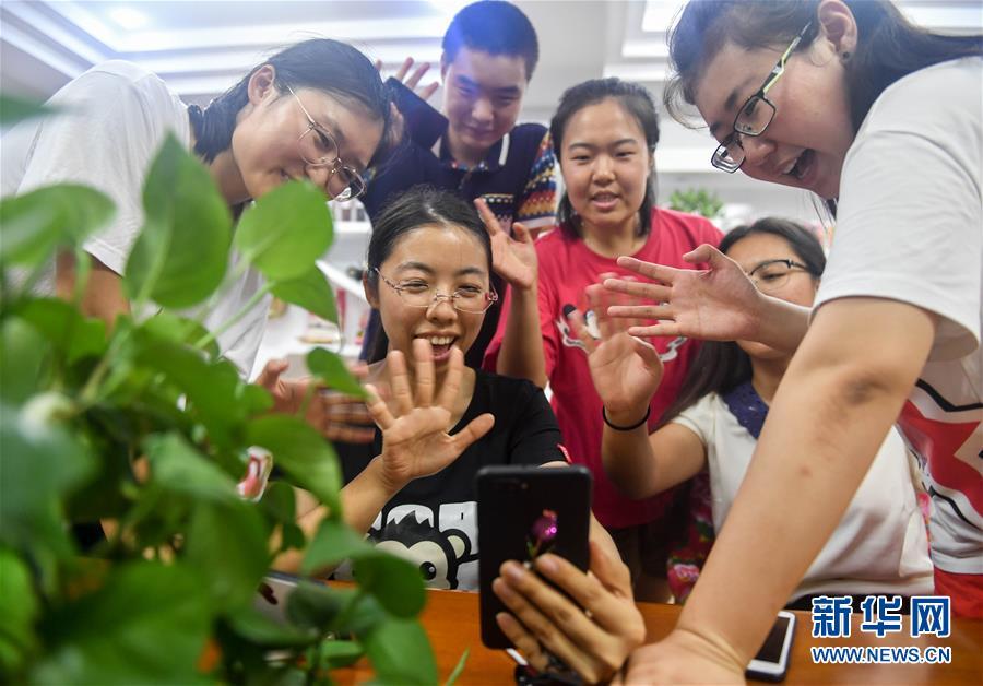 绽放在盐碱地的铿锵玫瑰——37名东北女大学生返乡创业的故事