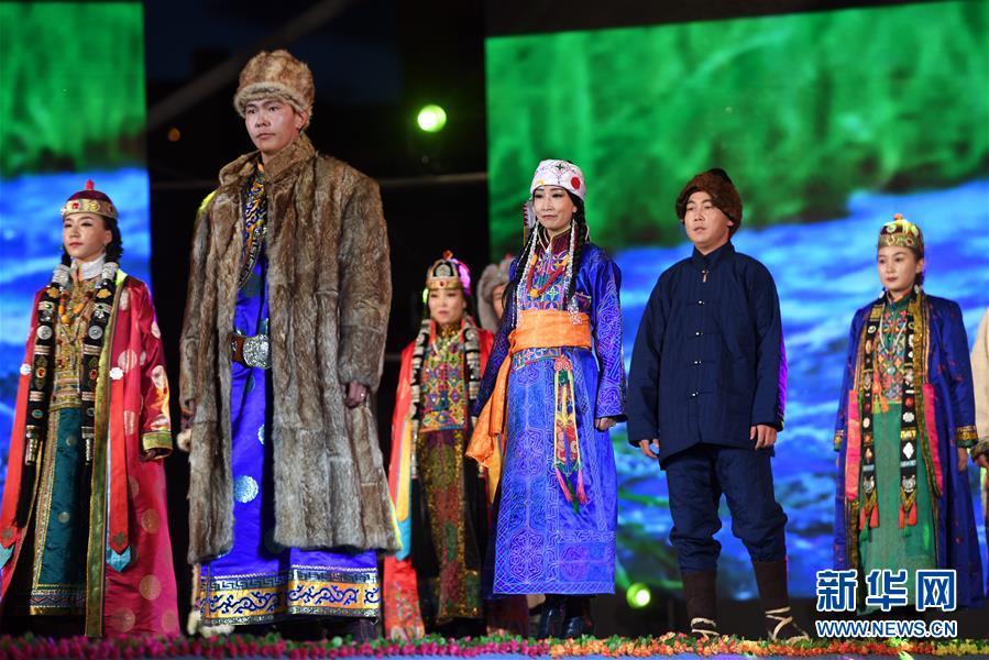 (文化)(1)八省区蒙古族服饰艺术节亮相甘肃肃北