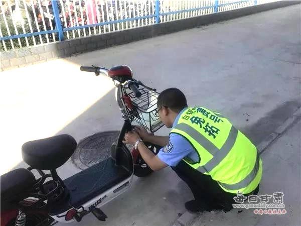 """白银分局交警大队车管所推出""""五要""""工作法 塑造车管民警新形象"""