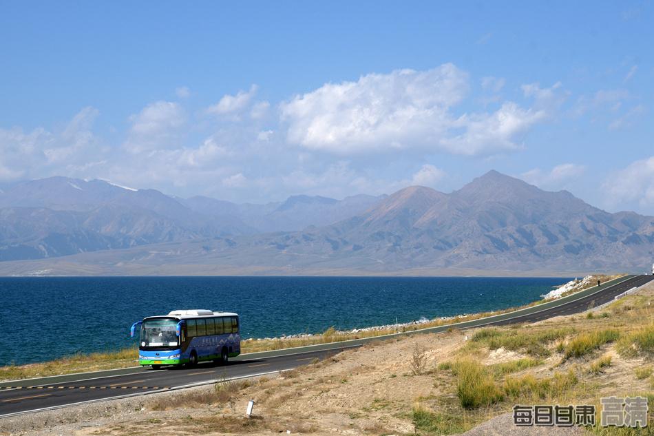 白露时节遇见新疆赛里木湖(组图)