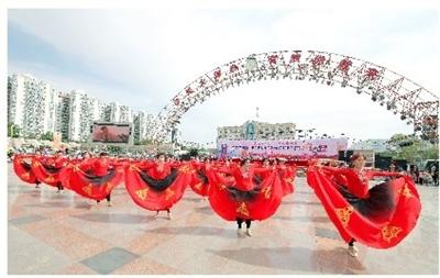 嘉峪关市举行纪念改革开放40周年·嘉峪关TG(老虎)健身杯广场舞大赛