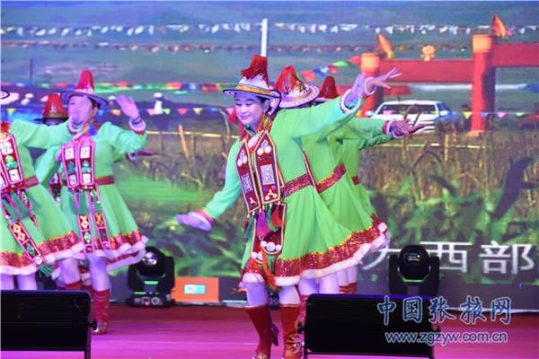 """肃南:裕固族广场舞 传承民族舞蹈新的""""活化石"""""""