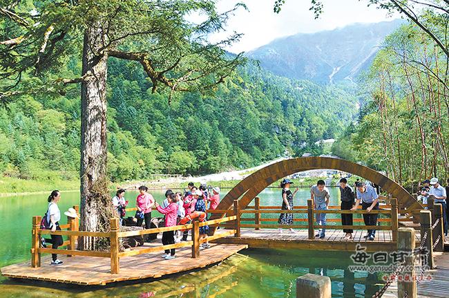 中秋假期 宕昌县各景区迎来游客小高峰