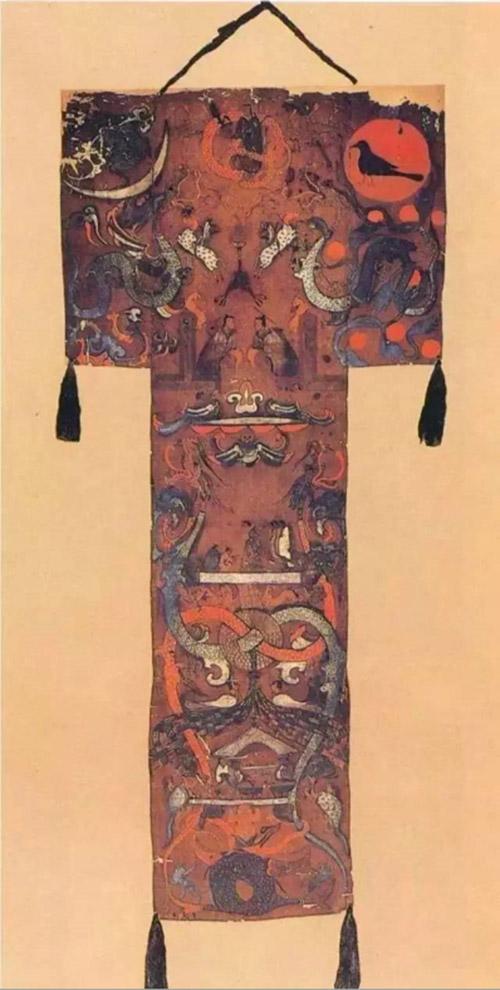 02、《长沙马王堆一号汉墓帛画》上宽92厘米,下宽47厘米,长205厘米  西汉帛画 藏于湖南省博物馆