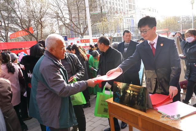 会宁县法院积极开展宪法宣传日活动