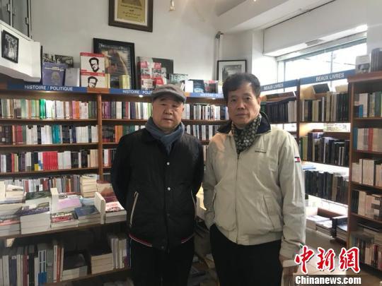 2018年11月赵丽宏和莫言一起在阿尔及尔逛书店。 受访者供图。 供图 摄