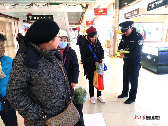 """警民牵手110 共创平安迎大庆 白银市开展""""110宣传日""""活动"""