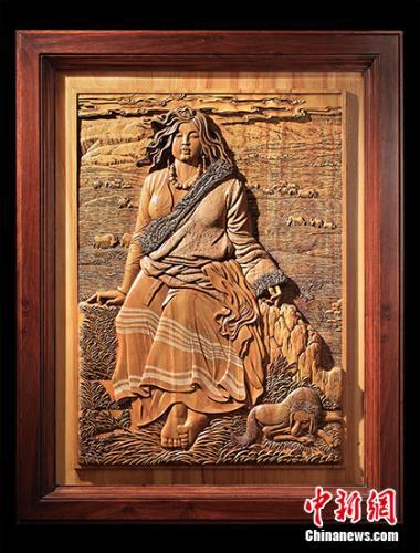 木雕作品《晨》。受访者供图