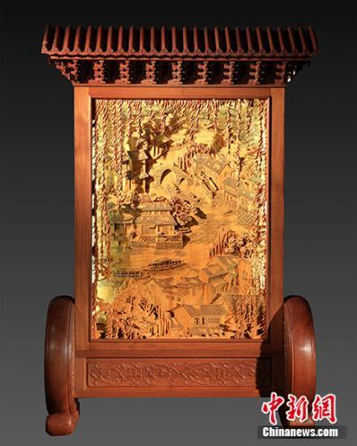 木雕作品《忆江南》。受访者供图