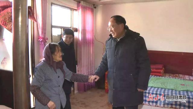 会宁县委书记王科健在新塬镇看望慰问困难群众