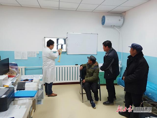 """岳树强名医工作室:让白银""""长跑"""" 患者变""""短跑"""""""